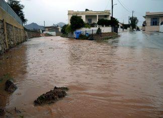 Μία νεκρή από τις πλημμύρες στην Μάνδρα Αττικής