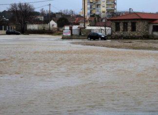 Πλημμύρες και εγκλωβισμένοι στην Νέα Πέραμο