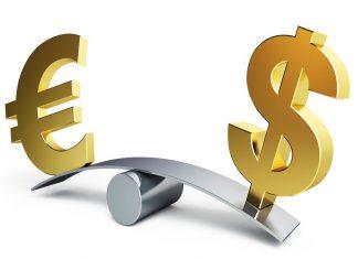 Πτώση καταγράφει το ευρώ