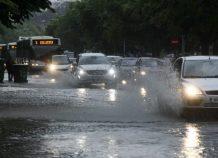 Μεγάλα ύψη βροχής στα νότια και βαθμιαία βελτίωση του καιρού από τα δυτικά