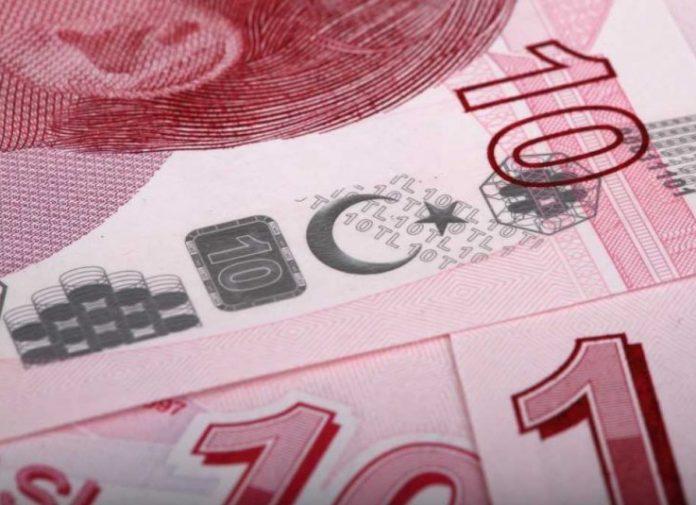Η τουρκική λίρα υποχώρησε σήμερα στο ιστορικά χαμηλό επίπεδο των 8 λιρών ανά δολάριο