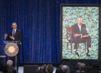 Ο Μπάρακ Ομπάμα επαινεί τις γυναίκες σε ηγετικές θέσεις.
