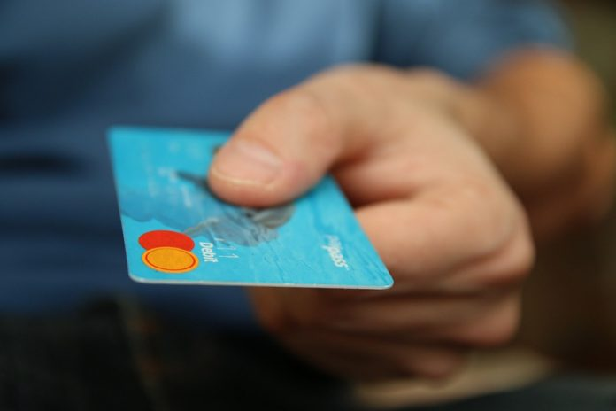 Εξιχνιάστηκε υπόθεση διαδικτυακής απάτης με προπληρωμένες κάρτες