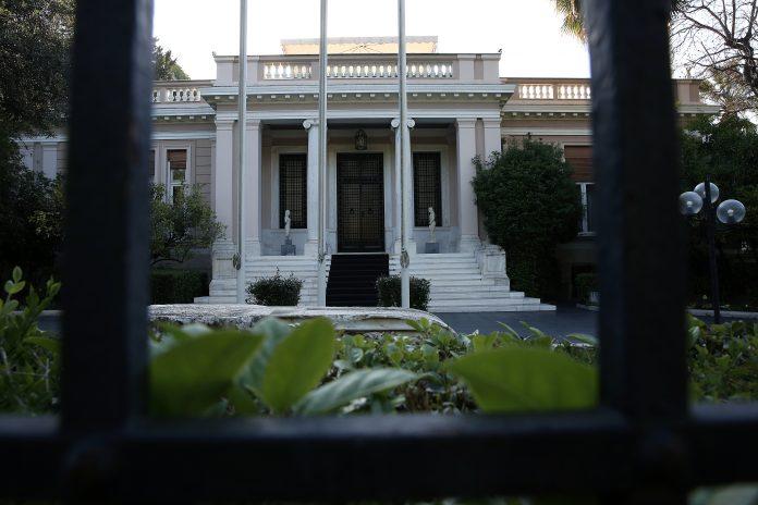 Νέο σποτ Μαξίμου: Ο Π. Σκουρλέτης διαιρεί την Β' Αθηνών (βίντεο)