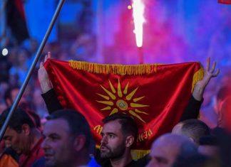 """""""Τιτανικός"""" στα Σκόπια: Σεισμός από το σκάνδαλο που αποκάλυψαν οι """"κοριοί"""""""