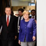 """Η Μέρκελ θα σώσει τον σουλτάνο; """"Παράθυρο"""" σε γερμανική βοήθεια"""