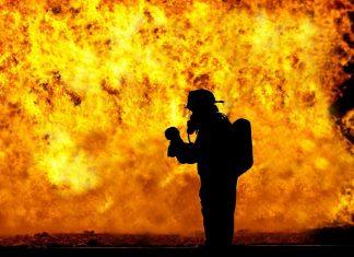 Συναγερμός στο Μάντσεστερ: Μεγάλη φωτιά σε εργοστάσιο