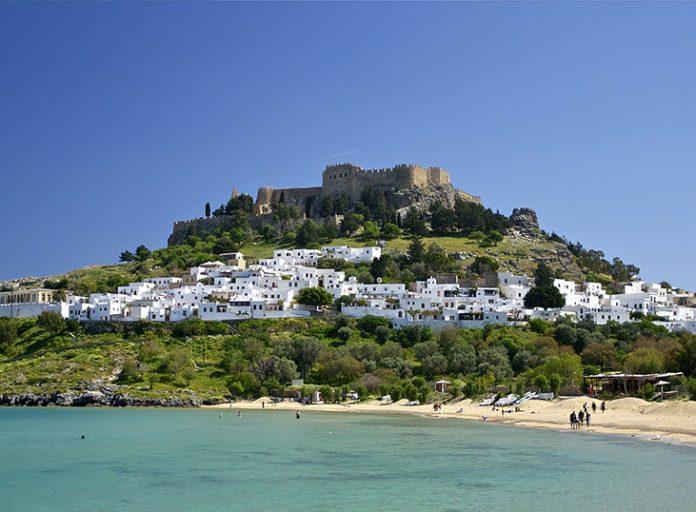 Η Ελλάδα ονειρεύεται τουριστικό comeback το καλοκαίρι