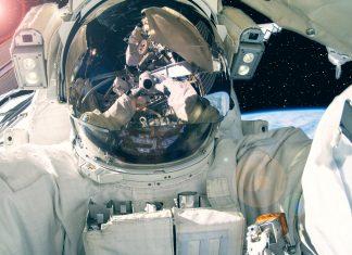 """Η NASA εξετάζει την """"πώληση θέσεων"""" σε τουρίστες του διαστήματος"""