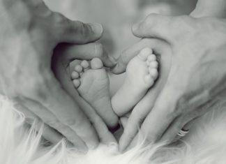 Εκτός γάμου το 42% των παιδιών που γεννήθηκαν στην ΕΕ το 2018 – Το 11,1% στην Ελλάδα