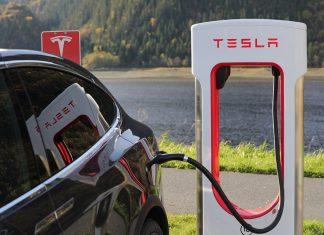 Tesla: Αποκλειστικά online πλέον οι πωλήσεις των αυτοκινήτων της