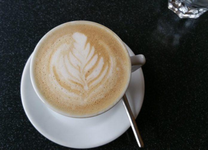 Η πολλή κατανάλωση καφέ και τσαγιού συνδέεται με αυξημένο κίνδυνο για καρκίνο του πνεύμονα