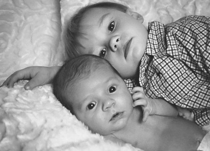 Τα παιδιά που έχουν μεγαλύτερο αδερφό παρουσιάζουν καθυστέρηση στη γλωσσική ανάπτυξη