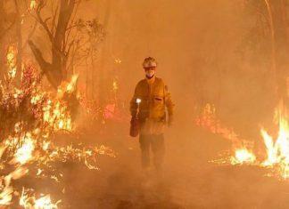 Αυστραλία: Οι πυροσβέστες περνούν τα Χριστούγεννα στις φωτιές