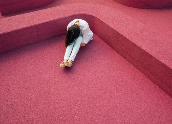 Η καθιστική ζωή των εφήβων συνδέεται με αυξημένο κίνδυνο κατάθλιψης, σύμφωνα με έρευνα (pdf)