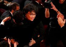 """Υπερήφανοι και συγκινημένοι οι Νοτιοκορεάτες μετά τον θρίαμβο της ταινίας """"Παράσιτα"""""""