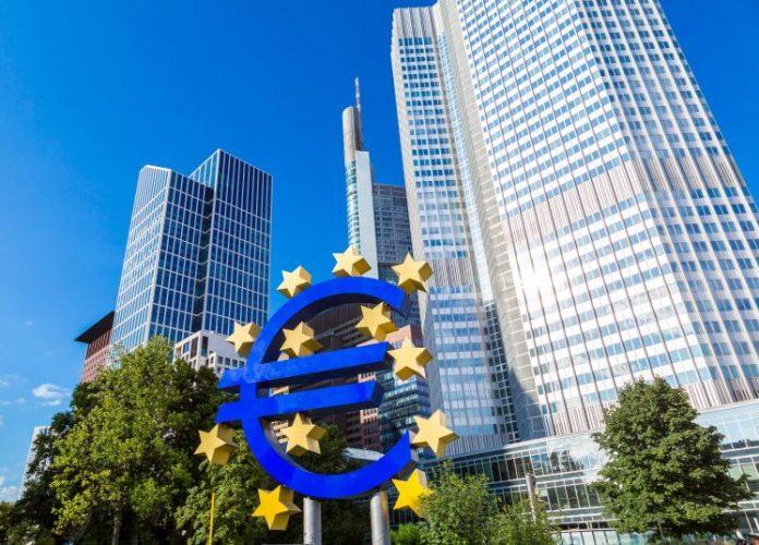 Η ΕΚΤ δηλώνει αποφασισμένη να βοηθήσει την οικονομία της Ευρωζώνης