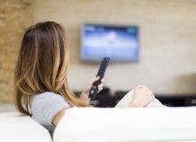 Εντυπωσιακές εκπτώσεις για την διαφήμιση των e-shops στην τηλεόραση